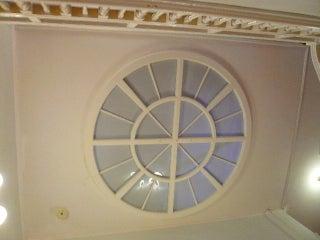 天井の丸窓