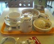 朝からがっつり飲茶セットを食う女。
