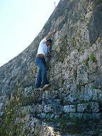 城壁に登るふり