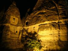 奇岩 at night