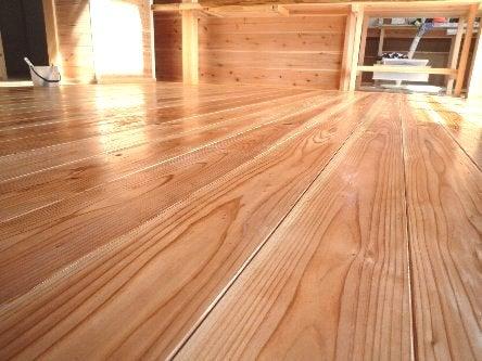松島匠建の建てる木の家 「太田生品の家」Web日誌-床塗布