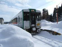 雪の古口駅