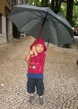 傘をさすのが大好き