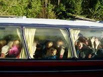 バスの中のこどもたち