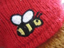 ミツバチの刺繍。