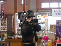 撮影するテレビ朝日Jチャンネルのカメラ