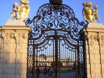 ウィーンのベルヴェデーレ宮殿入り口