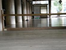 舞台前の本堂