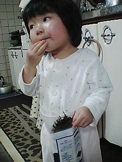 みこちん日記-みこちん、刻み海苔を食べる