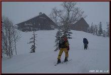 ロフトで綴る山と山スキー-雪の宿舎入り