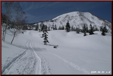 ロフトで綴る山と山スキー-コース旗回収