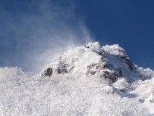 関西蛍雪山岳会のページ-雪煙舞う北稜上部