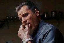 ~店長の戯言~-タバコを舌の上で消すアニキ