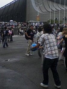 あゆ好き2号のあゆバカ日記-サッカーボールで遊ぶ人.jpg
