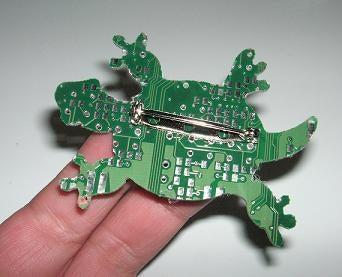 亀の子これくしょん-基盤ブローチ  裏