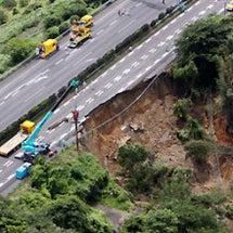 東名高速道路の復旧工…