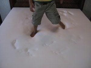 トゥルースリーパー プレミアム 格安 激安 大竹家の口コミ クイーンサイズ-トゥルースリーパー プレミアムの本体の上を歩く