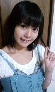 黒髪ショートヘアの竹達彩奈