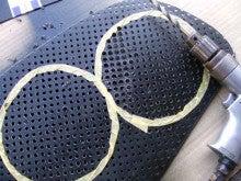 カルマンギアのある生活-パンチングボードの孔を拡大