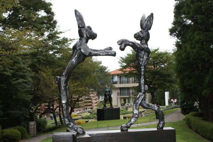 彫刻パラダイスバリー・フラナガン『ボクシングをする二匹のうさぎ』@箱根彫刻の森美術館コメント