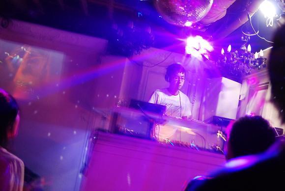 神泉で働くマジシャンのblog-DJ ヒガシノ
