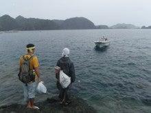 小笠原父島エコツアー情報    エコツーリズムの島        小笠原の旅情報と父島の自然-トンボ作業