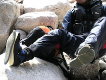 関西蛍雪山岳会のページ-フェルトが剥がれた沢足袋