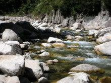 関西蛍雪山岳会のページ-下の黒ガビン下流の河原