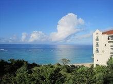 近況報告、寝落ち魔より愛を込めて。-沖縄の青い海と空(日航アリビラ4階より)
