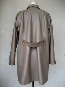 大木毛皮店工場長の毛皮修理リフォーム-羊革コート オーダー