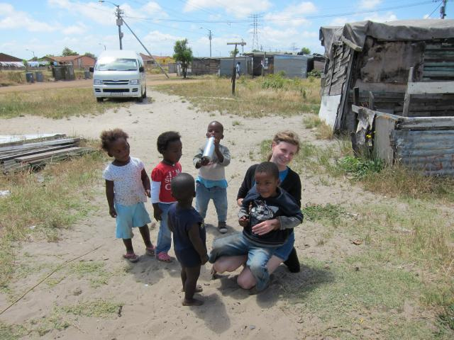 ブログとメールマガジンで年収1億円稼ぐ、世界を旅するヒマリッチ社長、川島和正の日記-南アフリカ,ケープタウン,タウンシップ2-4