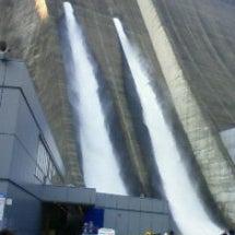 宮が瀬ダムの放流を見…