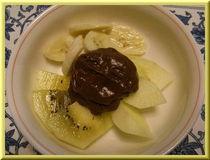 ローフード&マクロビオティックで美味しい生活♪-フルーツのチョコクリームがけ