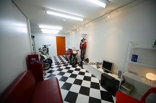 「建築家のデザインする家」~住まいと暮らしとクルマのぶろぐ~-バイク ガレージ
