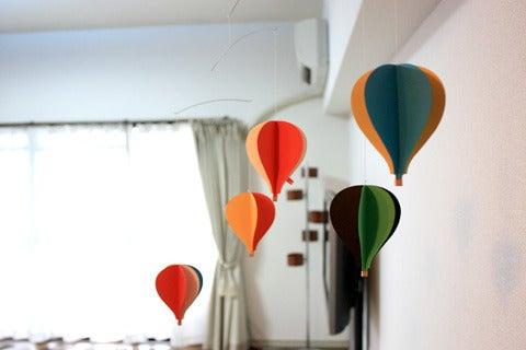 二人暮らしのインテリア-relaxing day--気球のモビール