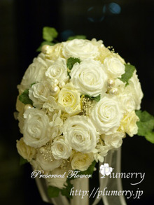 Plumerry(プルメリー)プリザーブドフラワースクール (千葉・浦安校)-ティアドロップブーケ アンティーク ホワイト