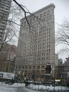 N.Y.に恋して☆-Flat iron building with snow