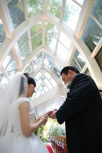 キモチをカタチに・女性ブライダルフォトグラファーのスタッフ日記.・結婚式の写真アルバム作ってます!-山の上ホテル結婚式の写真09