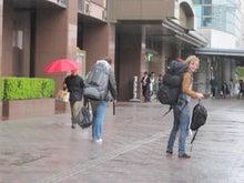 歩き人ふみの徒歩世界旅行 日本・台湾編-徳島駅で
