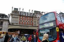 日々快適-ビクトリア駅前と二階建てバス