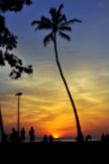 $楽園ハワイ通信 by Lani Tours-マジックアイランドの夕日縦