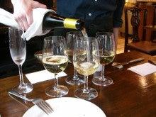 東京でプチスローライフ-白ワイン1杯目
