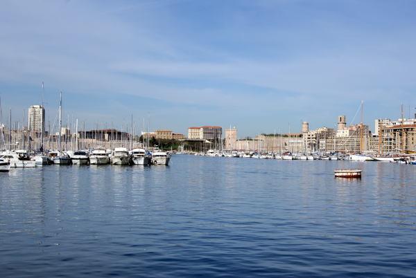 食べて飲んで観て読んだコト-マルセイユ旧港