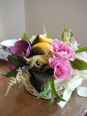 フラワーとアロマ、スィーツで名古屋女性から幸せ気分をお届け-春のアレンジ