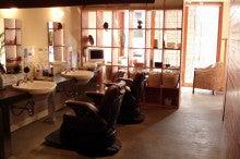 春日部市のお洒落な理容室 hair resort villa のブログ-落ち着いた雰囲気の店内