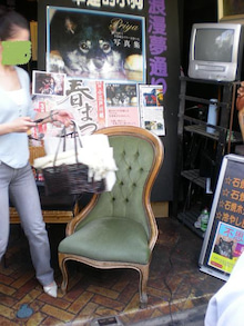 夫婦世界旅行-妻編-記念撮影用椅子