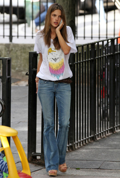 13日 アレッサンドラ・アンブロジオ&娘の<b>アンジャ</b>・ルイーズ 最新画像 <b>...</b>