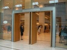 東京でプチスローライフ-コンサートホール入り口