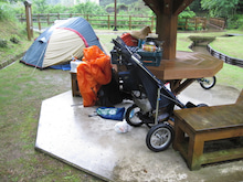 歩き人ふみの徒歩世界旅行 日本・台湾編-雨の中のテント