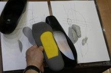 痛くてはけないオシャレな靴も快適に変身 新宿中敷き調整専門店